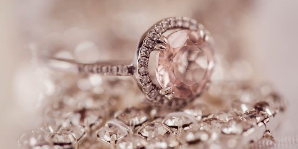 Exquisite jewelry is a type of high-ticked product to sell in your store