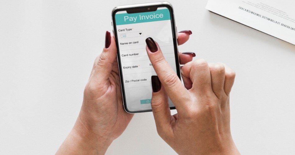 Woman paying an invoice on her smartphone